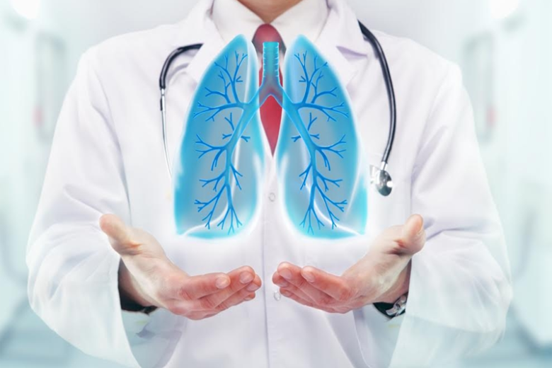 O pneumologista é o médico responsável por tratar a pneumonia e diversas outras doenças respiratórias.