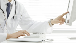 Durante a consulta com proctologista é possível diagnosticar diferentes tipos de doenças, algumas simples e outras muito graves, que precisam de tratamento o mais rápido possível.