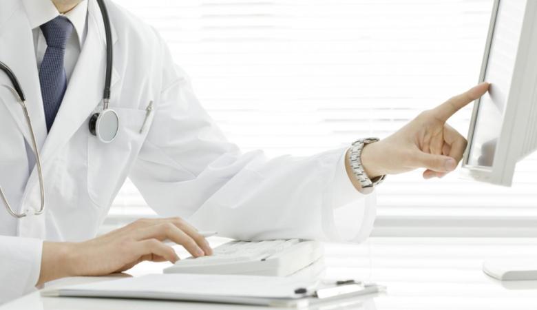 O proctologista é o médico responsável por cuidar da parte final do sistema digestivo.