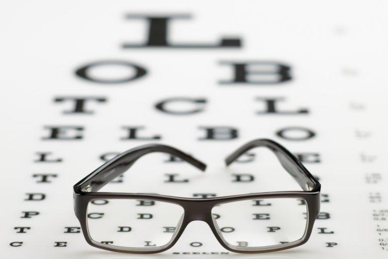 A consulta com oftalmologista deve ser feita anualmente.