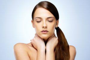 O aumento da tireoide é um dos sintomas da Tireoidite de Hashimoto