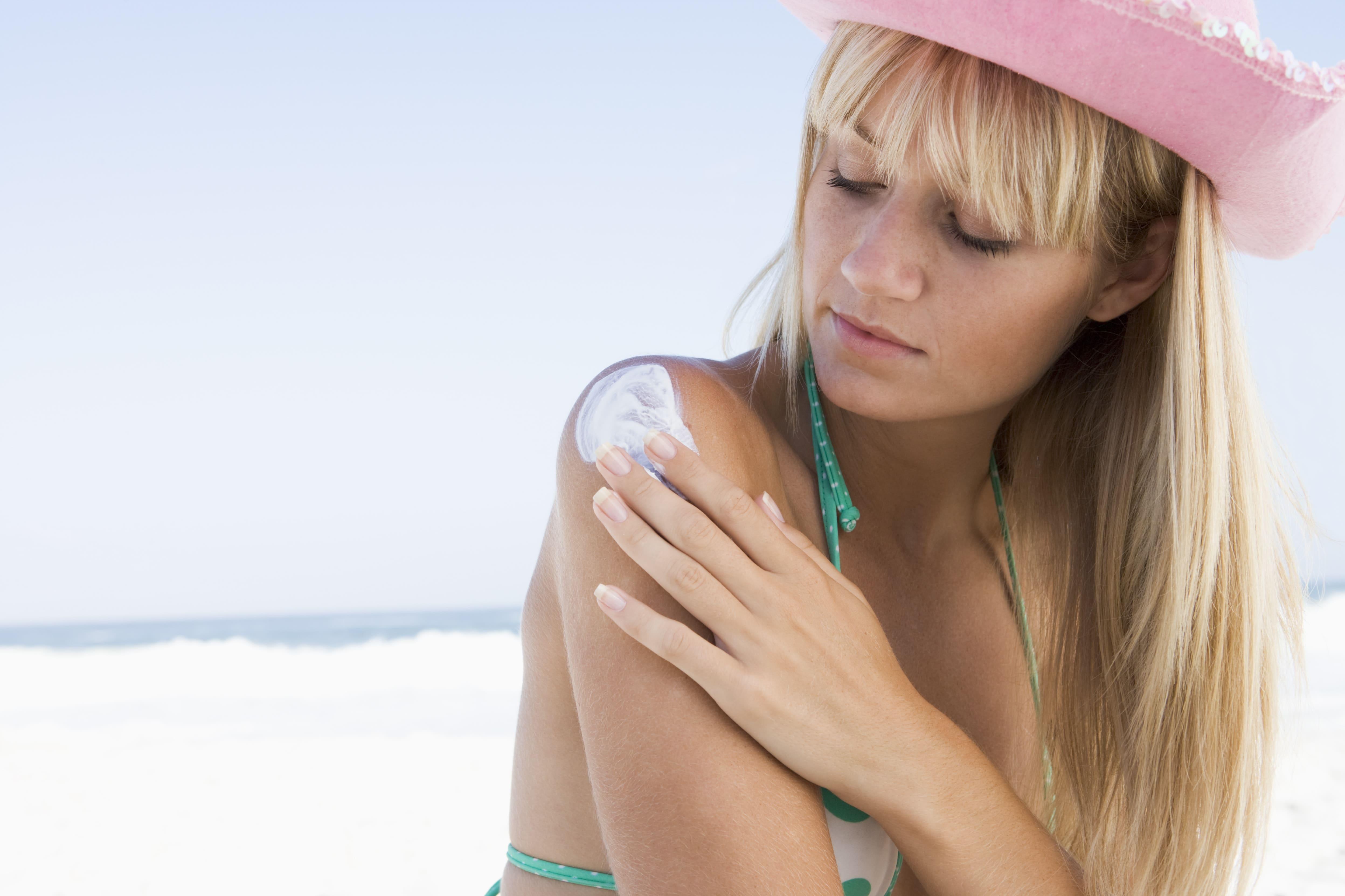 Para evitar insolação é preciso utilizar chapéu e protetor solar