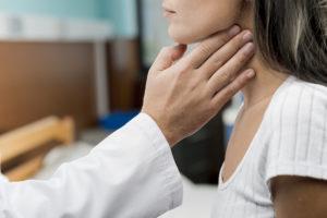 O tempo de manifestação dos sintomas da tuberculose ganglionar costuma varias de 1 a 2 meses
