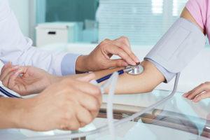 Medir a pressão arterial é uma importante forma de prevenir que a hipertensão evolua para algo mais grave