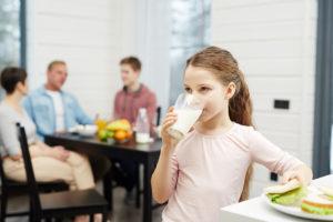 A intolerância a lactose acontece quando o corpo não consegue digerir uma proteína presente no leite