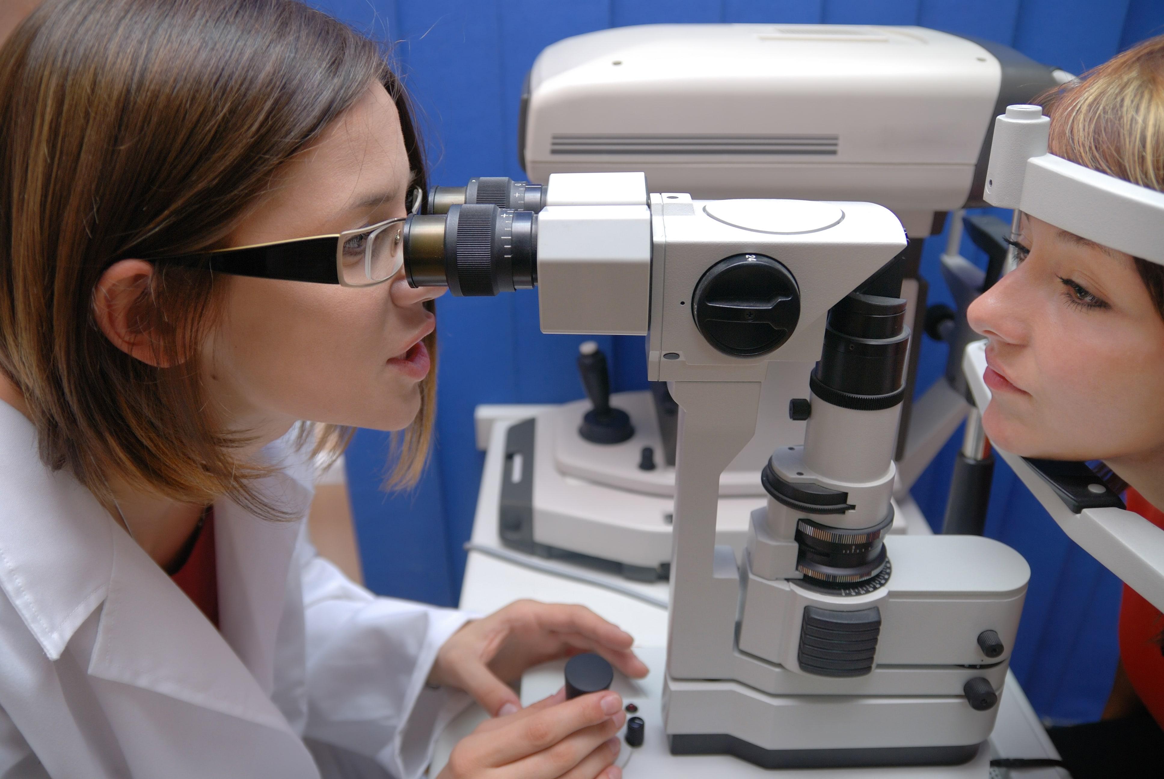 É necessário consultar um oftalmologista anualmente