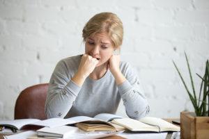 É comum sentir sintomas de ansiedade antes de realizar uma prova