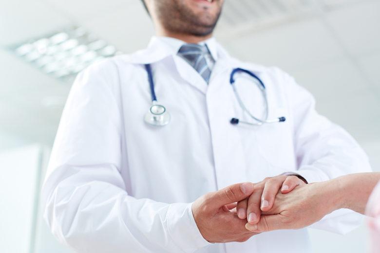 O alergologista é o médico responsável por descobrir e cuidar as alergias no nariz e na pele.