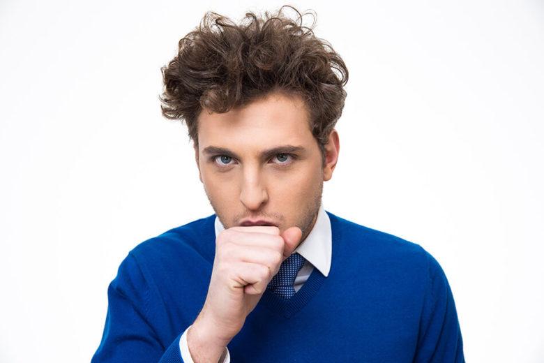 A tosse pode ter diversas causas e é classificada de acordo com o tempo de duração.