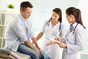 A osteoporose não costuma causar sintomas.