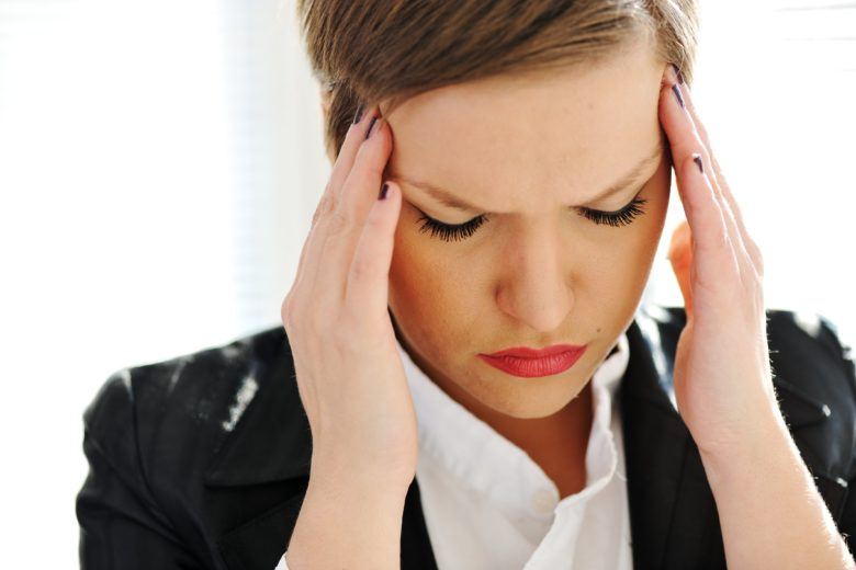 Um dos principais sintomas da labirintite é a tontura e a perda de equilíbrio.