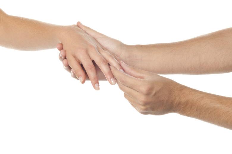 Um dos primeiros sintomas da Síndrome de Guillain-Barré é o formigamento dos pés e da mão.