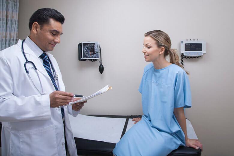 Assim que notar os primeiros sintomas de doenças vasculares é indicado marcar uma consulta com cirurgião vascular.