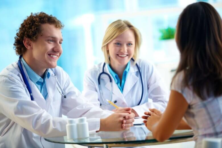 A consulta com mastologista é extremamente importante para prevenir o câncer de mama.